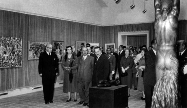 franco_inaugura_IIIBHA_BCN_1955